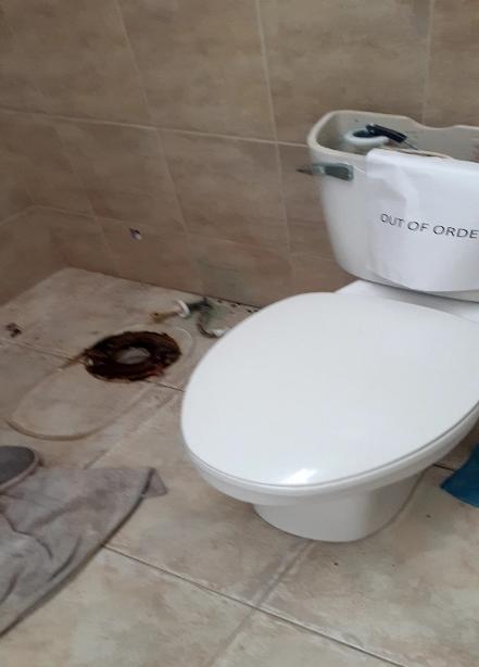 broken toilet at Jardin Clubhouse